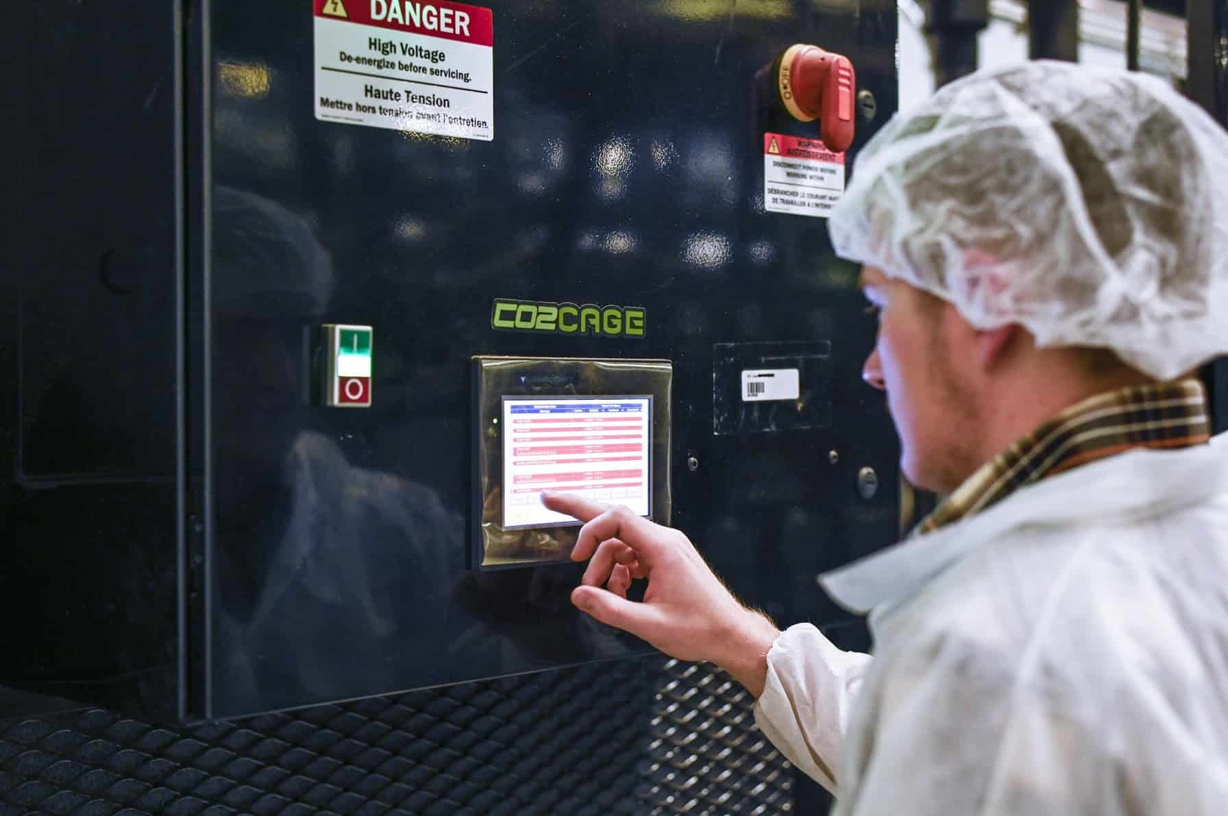 worker using CO2Cage